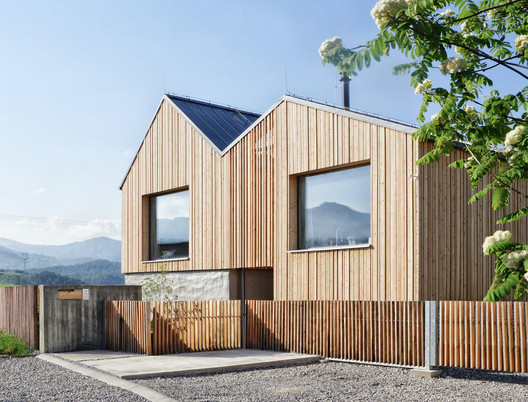 Mountain House / Archholiks