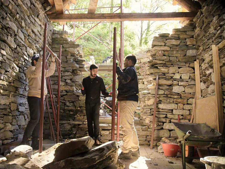 In May 2019, Building Beauty students spent 10 days in Ghesc. An abandoned medieval village in the heart of the Italian Alps, all made of stone, is now slowly being restored by 'Associazione Canova' through international workshops. Image © Or Ettlinger