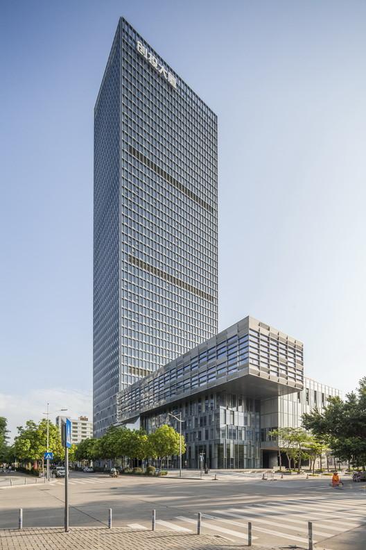 Longgang Chuangtou Headquarters Tower / URBANUS, © Alex Chan
