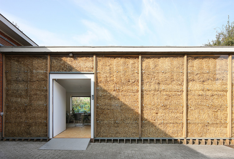 Straw Bales: Building Efficient Walls with Agricultural Waste, Refuge II / Wim Goes Architectuur. Image © Filip Dujardin