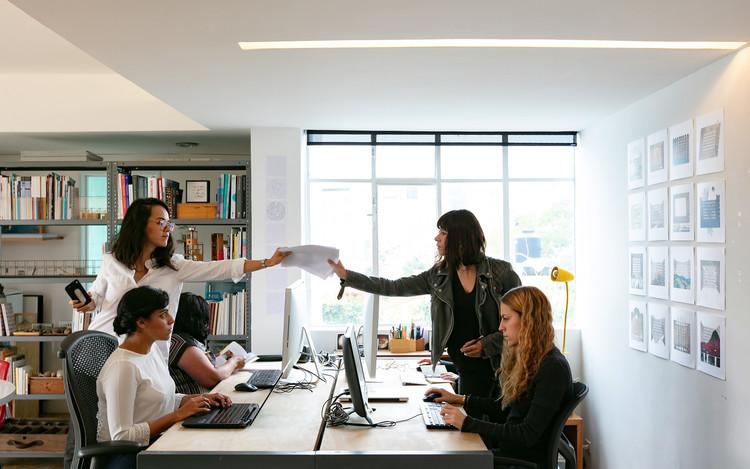 CAU divulga pesquisa sobre desigualdade de gênero na arquitetura e urbanismo, Foto © Marc Goodwin