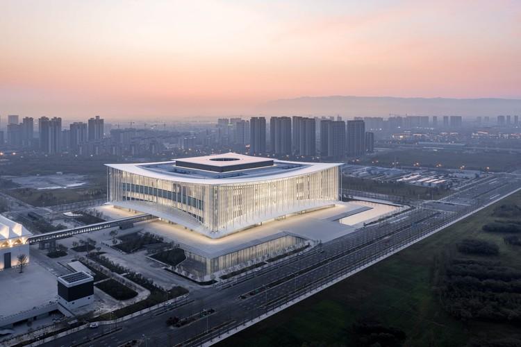 Centro de conferencias Xian / gmp Architects, © CreatAR Images