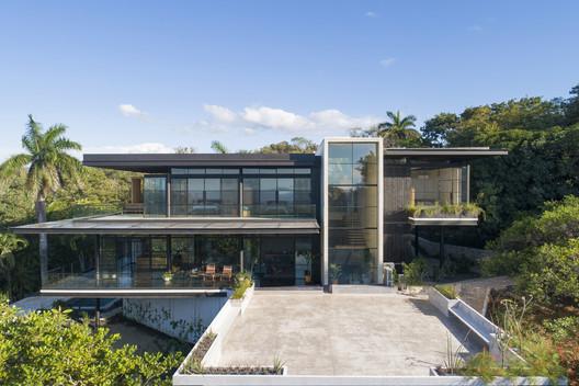 Tres Amores House  / Studio Saxe