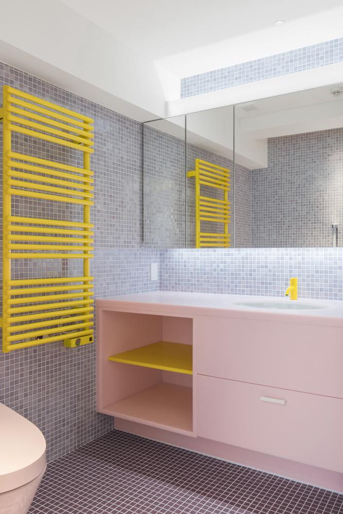 Tendencias en Diseño de Interiores 2020: Biofilia, Chubby y Fluidez,Nagatacho Apartment / Adam Nathaniel Furman © Jan Vranovsky