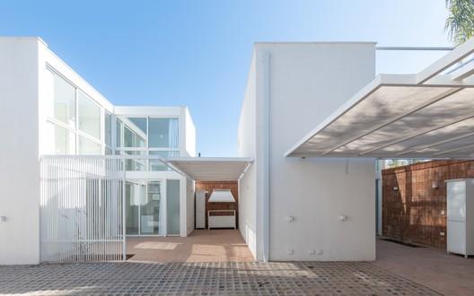 Complejo de viviendas Azaleas / estudioLZ