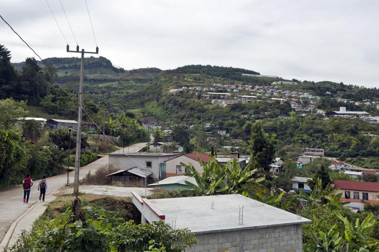 Sobre la producción de vivienda en zonas rurales de México, Ciudad Rural Sustentable: Santiago El Pinar. Chiapas. 2011. Image © Onnis Luque