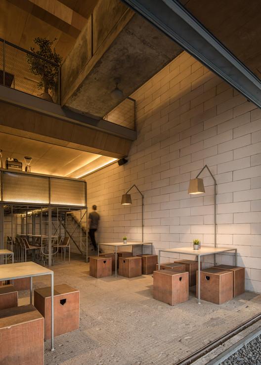 Seven Degrees Restaurant / Kursimerah Studio