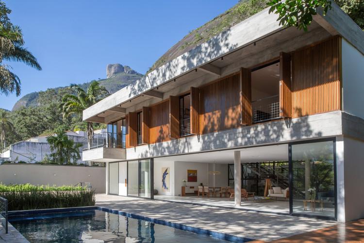 Casas brasileiras: 20 residências com portas e janelas camarão, Casa no Itanhangá / Desenho Brasileiro. Imagem: © André Nazareth