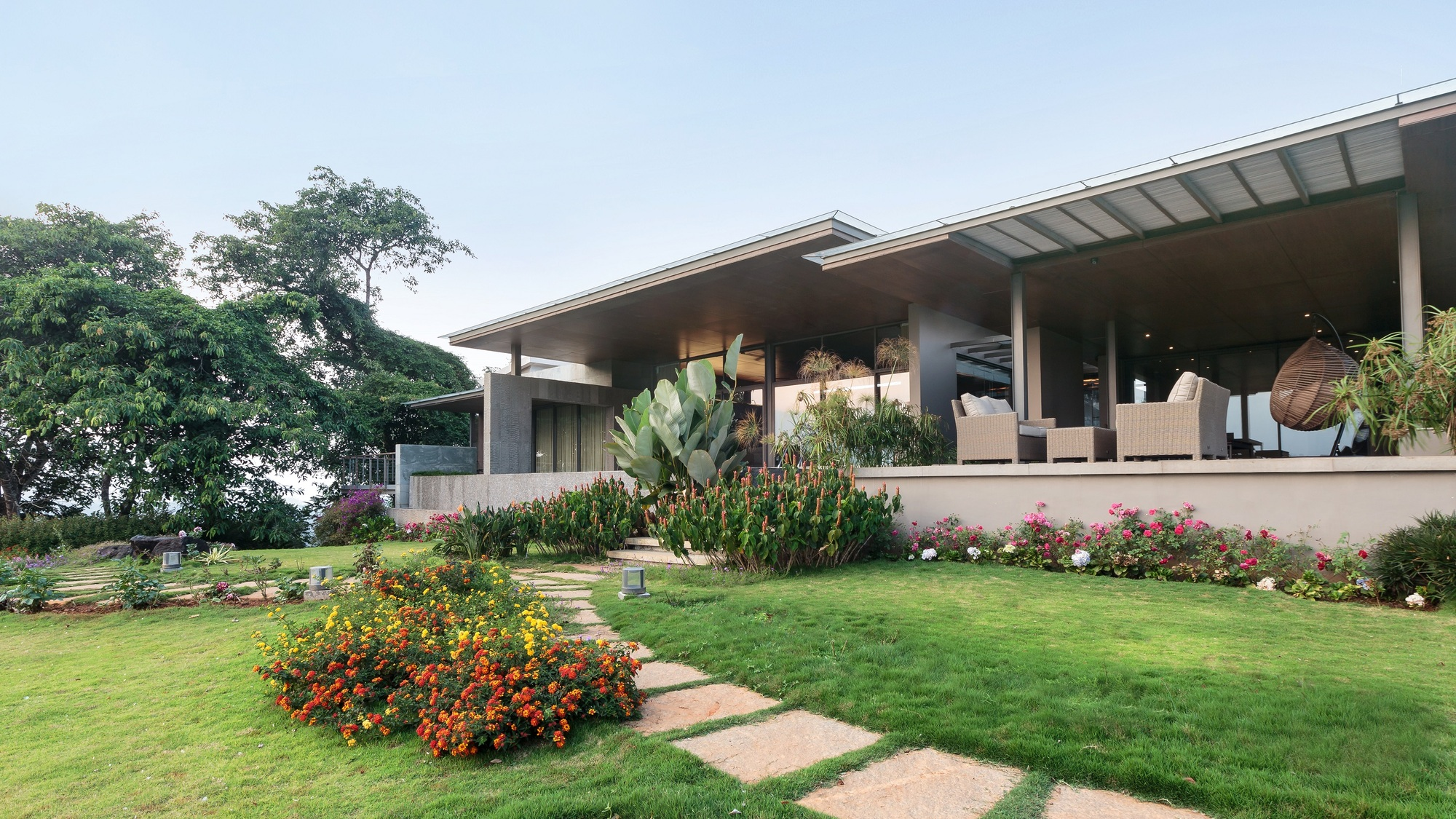 Home on the Hill / Arun Nalapat Architects