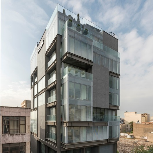 Ronix Office Building / Pargar Architecture and Design Studio