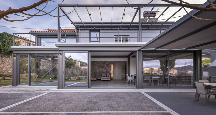 Vresthena Residential Extension / Spyros Tzinieris Architects, © Pygmalion Karatzas