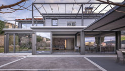 Extensión residencial Vresthena / Spyros Tzinieris Architects
