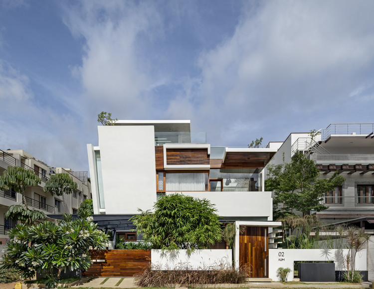 Floating Walls House / Crest Architects, © Shamanth Patil J