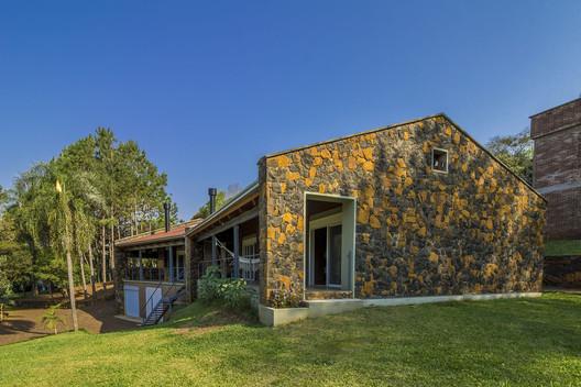Residência das Pedras / Cuboverde Arquitetura Sustentável