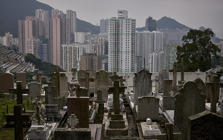 No More Room for the Living or the Dead: Exploring the Future for Burials in Asia, Hong Kong Colonial Cemetery. Image © Manuel Álvarez Diestro