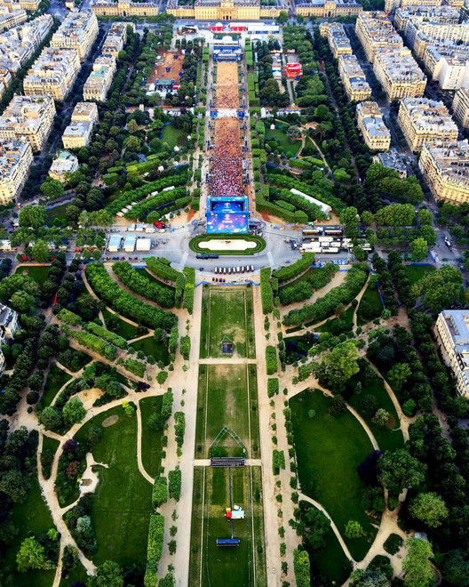 Euro 2016 Fan Zone at the Champs de Mars, in Paris. Image by @kaylabernardino