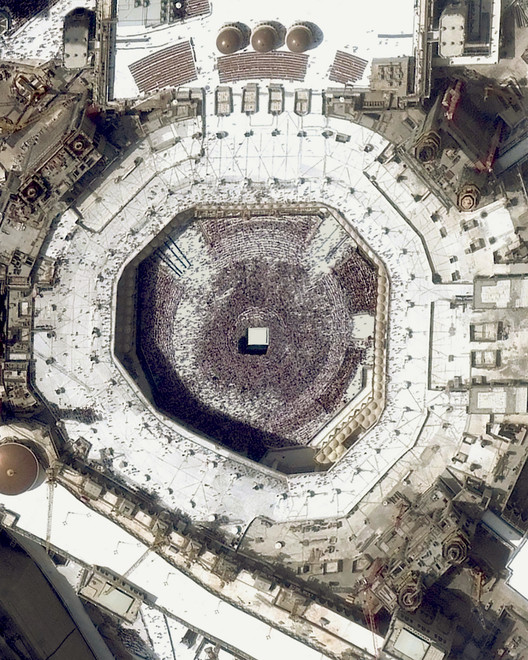 Great Mosque of Mecca. Created by @dailyoverview, source imagery: @maxartechnologies