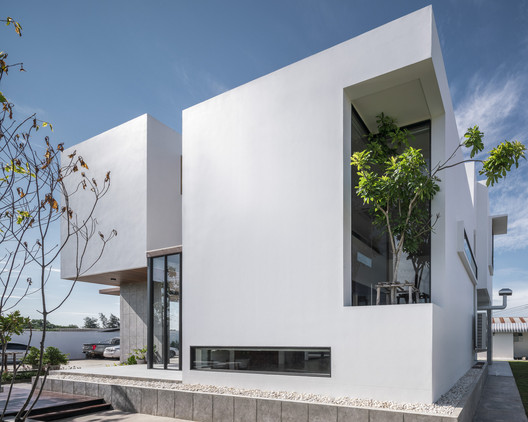 Stack-cube House / TOUCH Architect