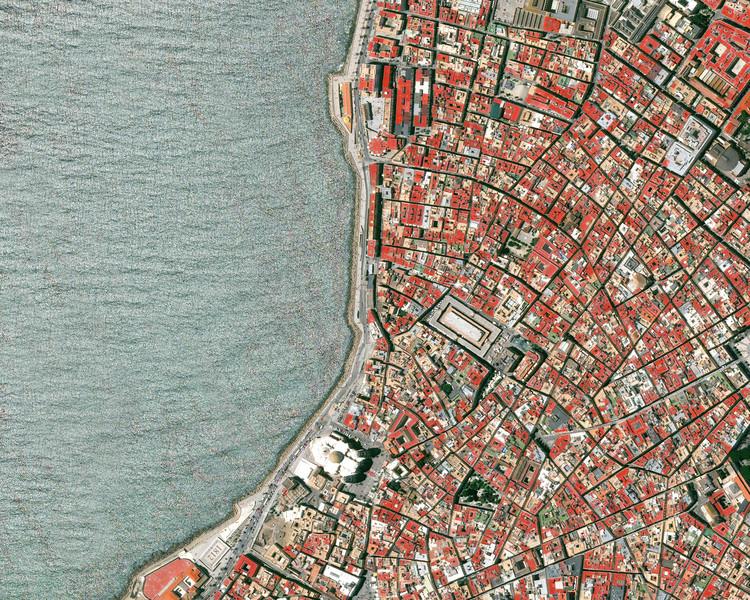 """""""Há um grande poder em ver o mundo de cima"""": entrevista com o fundador do Overview, Benjamin Grant, Cadiz, Espanha. Image © Overview"""