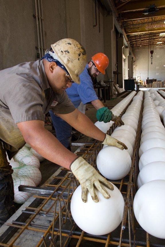 ¿Losas con burbujas de aire? Cómo funciona el sistema de losas aligeradas de concreto,Cortesia de MATT Construction