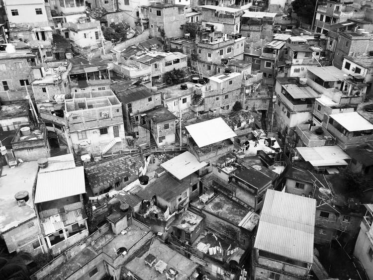 Guilherme Wisnik conversa com Paola Berenstein Jacques sobre o presente e o futuro do campo da arquitetura, Imagem via Favelagrafia