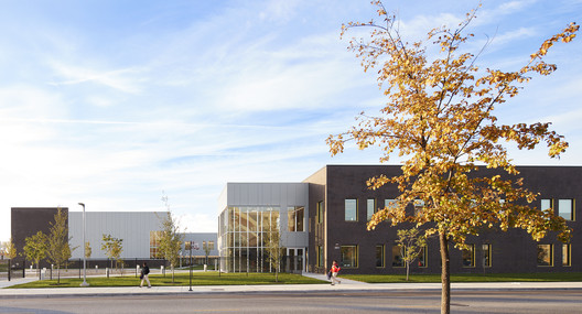 Escuela Mansueto / Wheeler Kearns Architects