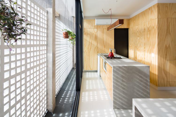 25 Apartamentos brasileiros de até 65m², Kitnet Copan / Garoa © Pedro Napolitano Prata