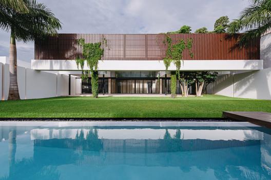Casa TMZN / Arkham Projects