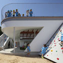 09 VARIOUS ARCHITECTURAL ELEMENTS as play equipment. Image © Shigeo Ogawa