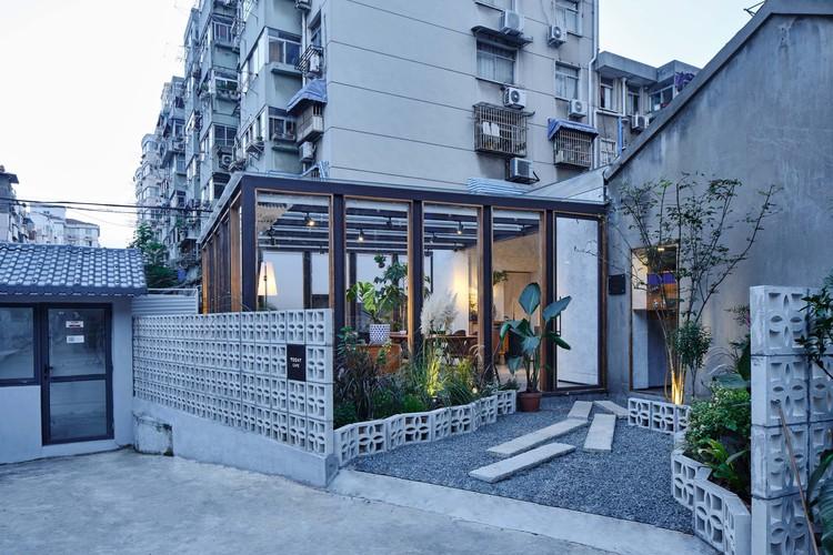 Today Café / Yue-Design Space Design Studio, garden path. Image © Xiaofang Min