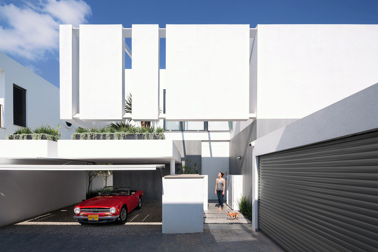 The Urban House in Herzliya / Shachar - Rozenfeld Architects, © Shai Epstein