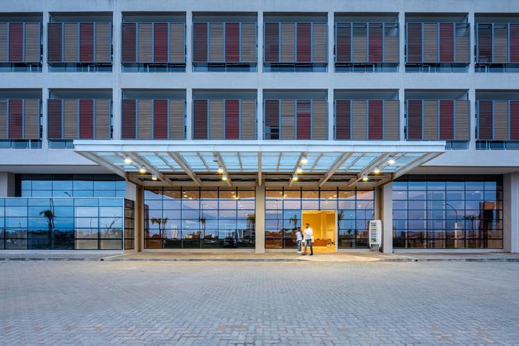 Hospital Regional de Caraguatatuba / Fernandes Arquitetos Associados, © Pedro Mascaro