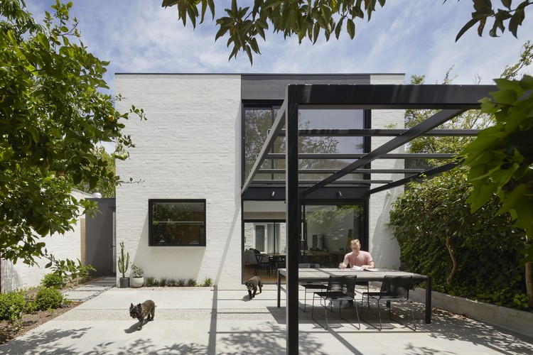 South Yarra Void House / Andrew Child Architect, © Tatjana Plitt