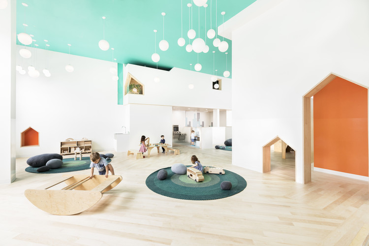 Pikler Pedagogy in Architecture: Wooden Furniture and Spatial Freedom, Mi Casita Preschool and Cultural Center / BAAO + 4Mativ Design Studio. Image ? Lesley Unruh