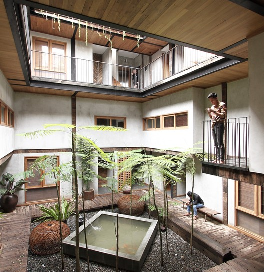 Ruang Tekuni Apartments / DDAP Architect