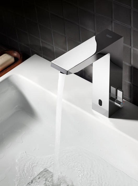 The Untouchables: GROHE, It's on: GROHE's automatic faucets are easy to use. The water flows as soon as your hands approach the faucet and stops when no more movement is detected