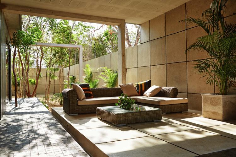 Casa T / Studio Arquitectos. Image © Loris Guzzetta