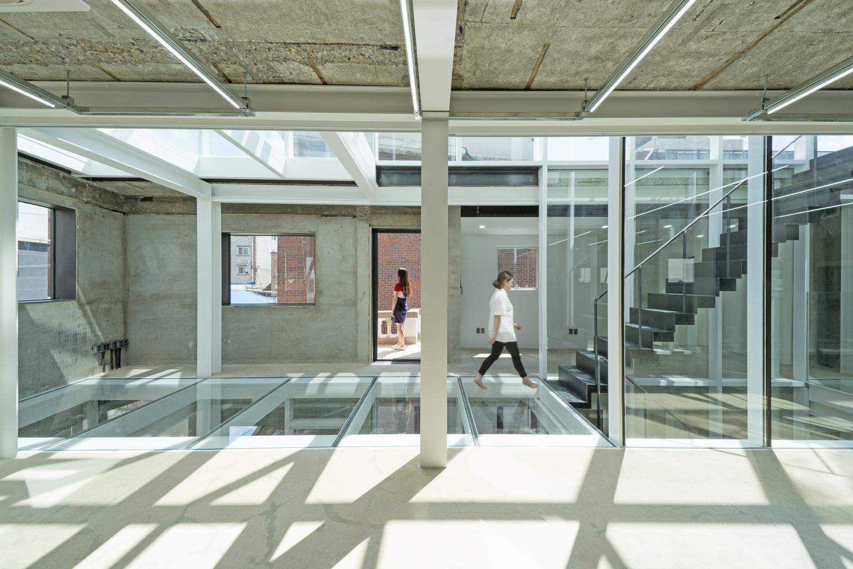 Dots HQ office / JYA-RCHITECTS