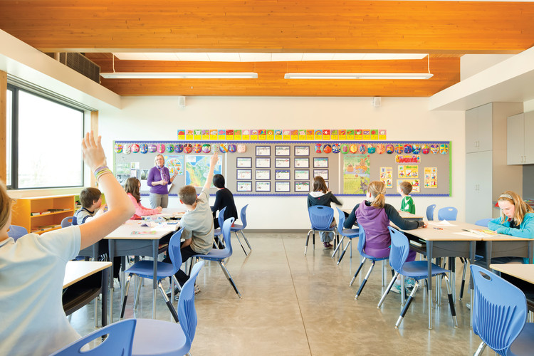 Samuel Brighouse Elementary School. Image © Nic Lehoux. Courtesy of Perkins + Will and naturally:wood