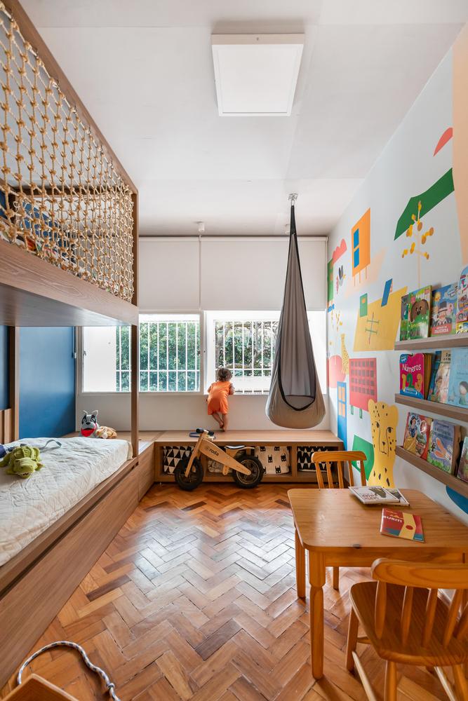 Dormitorios para niños: Cómo diseñar un entorno saludable para el sueño,Apartamento Taquinho / Lez Arquitetura. Image © Júlia Tótoli