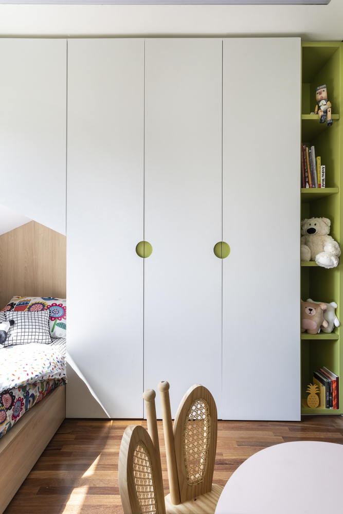 Dormitorios para niños: Cómo diseñar un entorno saludable para el sueño,Apartamento ARQ / Sala2 Arquitetura. Image © Evelyn Müller