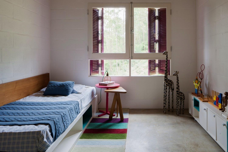 Dormitorios para niños: Cómo diseñar un entorno saludable para el sueño,Home of the Tree House / ARKITITO Arquitetura. Image © Vivi Spaco
