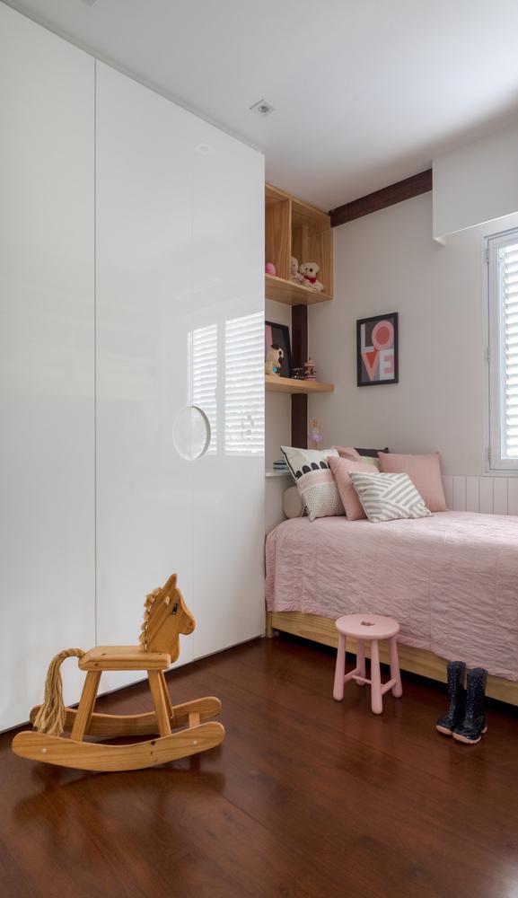 Dormitorios para niños: Cómo diseñar un entorno saludable para el sueño,Requalificação de residência projetada por Zanine Caldas / PKB Arquitetura. Image © Andre Nazareth