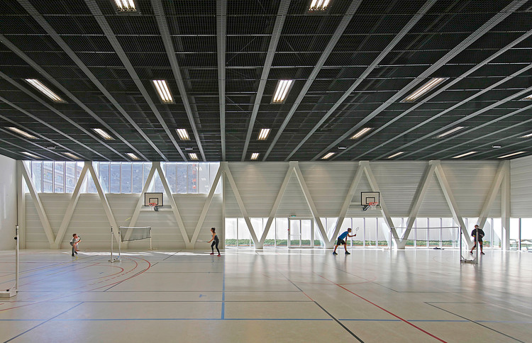 Libergier Sports Centre / philippe gibert architecte. Image © Philippe Ruault