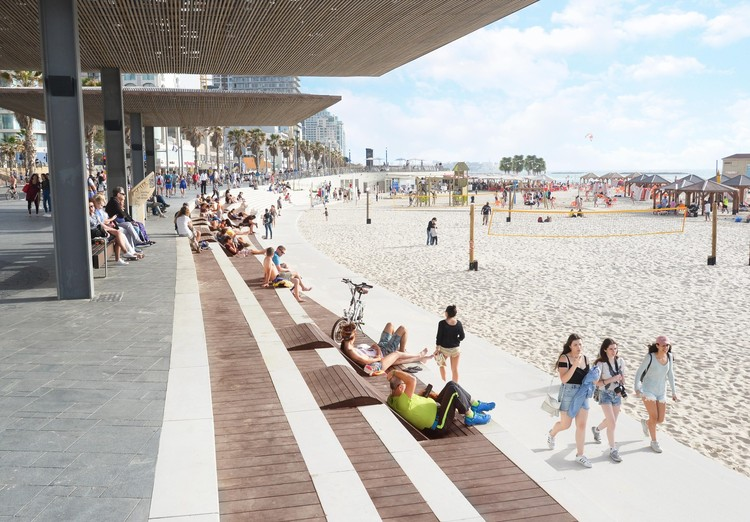 Between Water and Land: 10 Projects of Promenades and Waterfronts, Tel Aviv's Central Promenade Renewal / Mayslits Kassif Architects. Image: © Guy Cohen