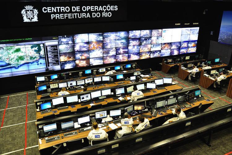 Revolução dos dados em tempos de desinformação: big data e a realidade urbana brasileira, Centro de Operações da Prefeitura do Rio de Janeiro. Imagem: Mariana Gil/EMBARQ Brasil