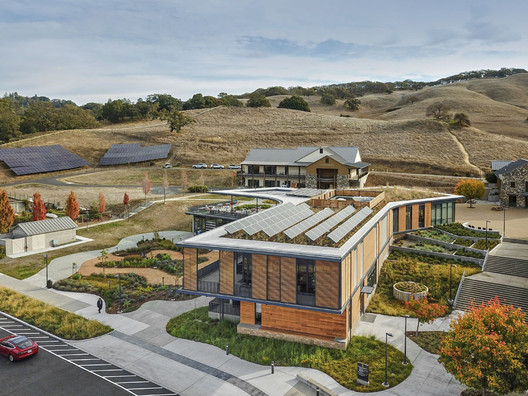 The Sonoma Academy Janet Durgin Guild & Commons, designed by WRNS, is a mixed-mode project with radiant heat in the floor and spaces augmented with 100% filtered outside air system. Image © Michael Davis Rose