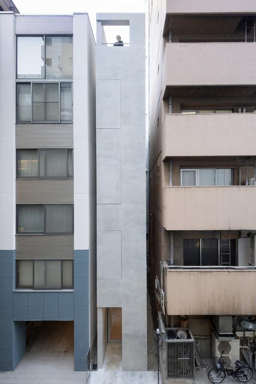 El edificio de varios pisos y oficinas de SO&CO en Ginza. Image © Takumi Ota