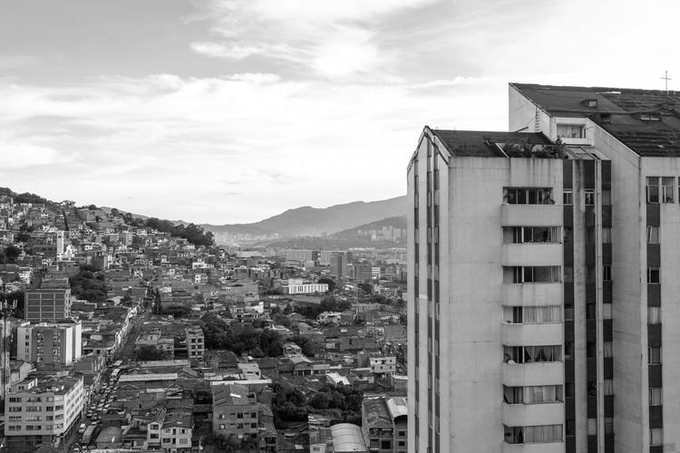 Arquitectura moderna en Medellín: Torres de Marco Fidel Suárez, indagaciones compositivas y proyectuales, © Santiago Galeano