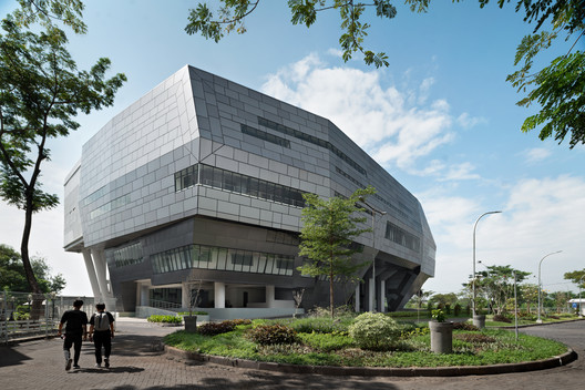 WM Plenary Hall / Bgnr Architects